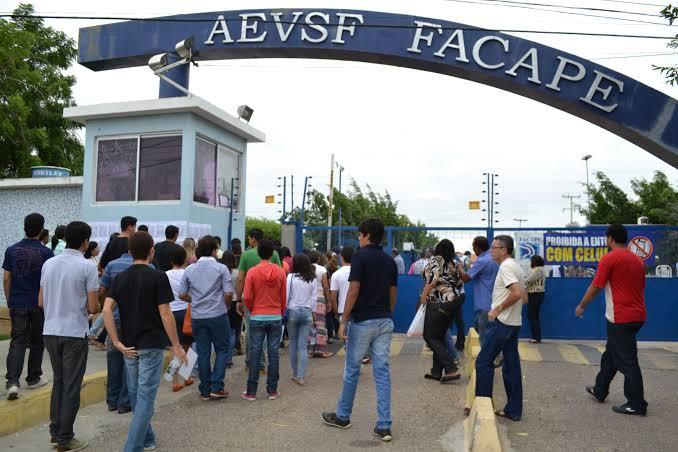 Petrolina: Facape realiza processo seletivo simplificado para contratação  temporária de professores - Blog do Roberto Gonçalves